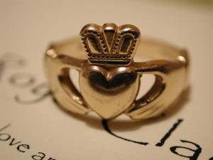 pierścień Claddagh (nie nasze zdjęcie)