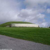 grób korytarzowy Newgrange, Brú na Bóinne