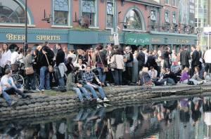 barge pub, easter bank holiday