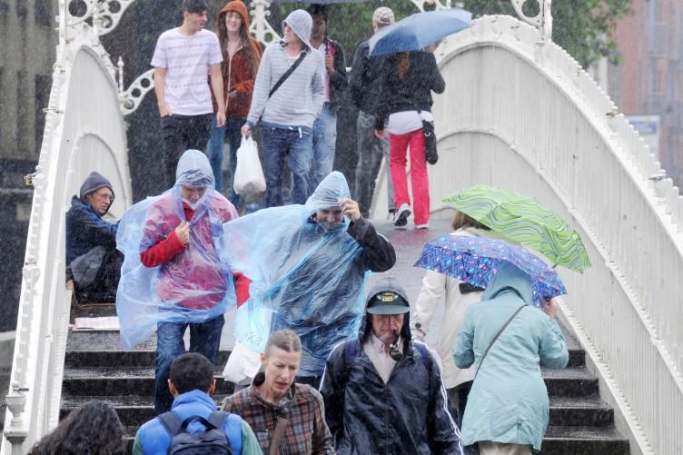31072012-summer-in-dublin-people-cross-the-ha-2-752x501