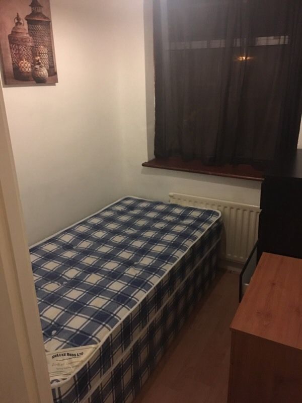 postadsuk-com-1-small-box-room-to-let-single-room-to-share